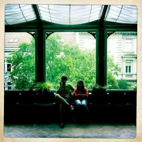 7/28/2011にClaudio M.がMai Manó Gallery and Bookshopで撮った写真