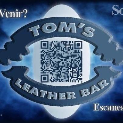 Das Foto wurde bei TOM'S Leather Bar von Miguel Antonio P. am 3/24/2012 aufgenommen
