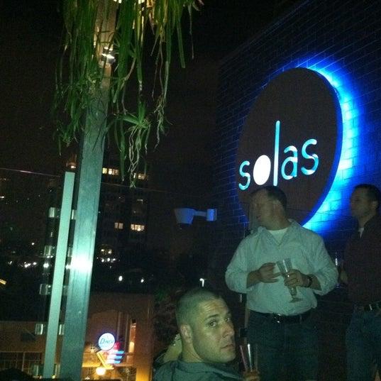 Снимок сделан в Solas Lounge & Rooftop Bar пользователем Laura S. 9/25/2011