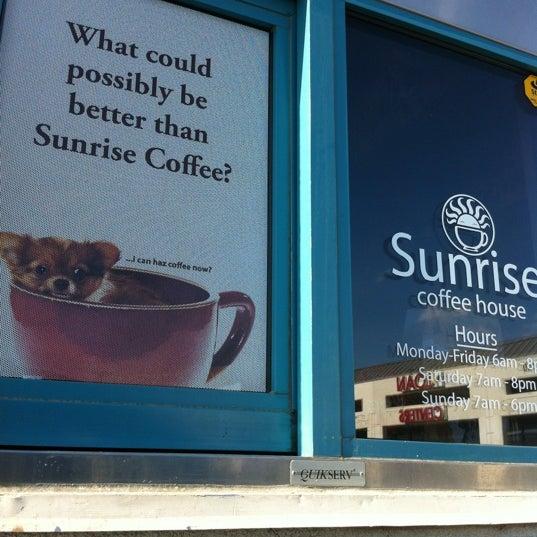 Снимок сделан в Sunrise Coffee пользователем 'Momacta G. 7/16/2012