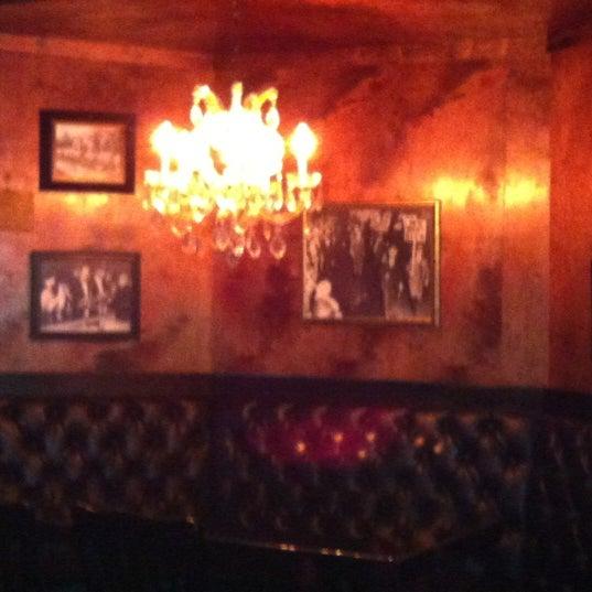 4/30/2012 tarihinde Brittany W.ziyaretçi tarafından Royal Oak Bar and Grill'de çekilen fotoğraf
