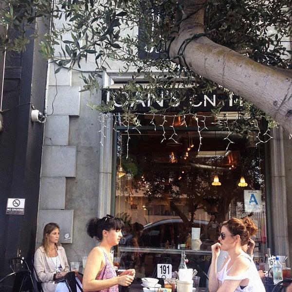 Photo prise au Joan's on Third par Harmony A. le7/3/2012
