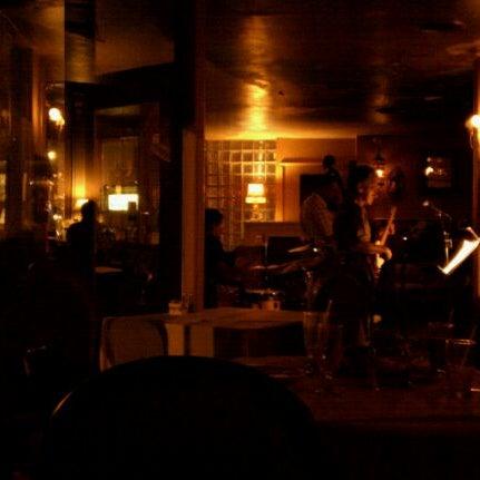 Das Foto wurde bei Sahara Restaurant von Joe J. am 7/30/2011 aufgenommen