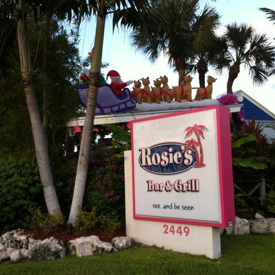 Photo prise au Rosie's Bar & Grill par Vyv W. le12/14/2011