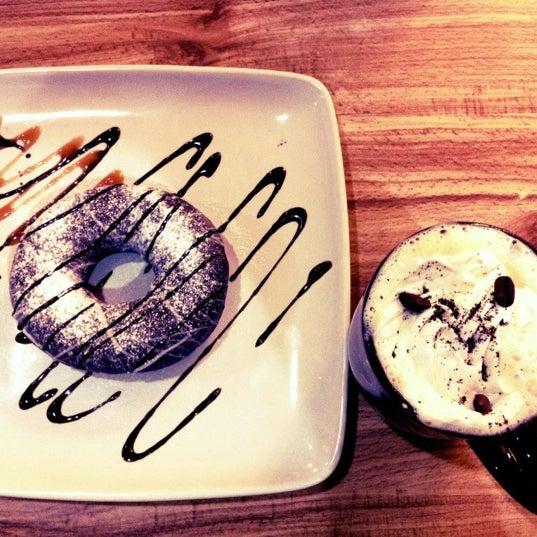 Das Foto wurde bei Kofetárica Café von Ivonne ^. am 5/7/2012 aufgenommen