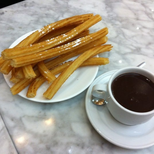 Photo prise au Chocolatería San Ginés par Junghyun L. le4/2/2012