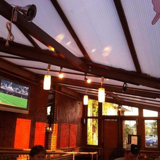 รูปภาพถ่ายที่ Park Tavern Bowling & Entertainment โดย Donovan W. เมื่อ 9/1/2011