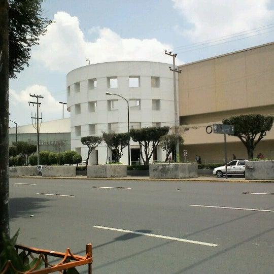 Снимок сделан в Plaza Universidad пользователем Dorihs H. 7/29/2012