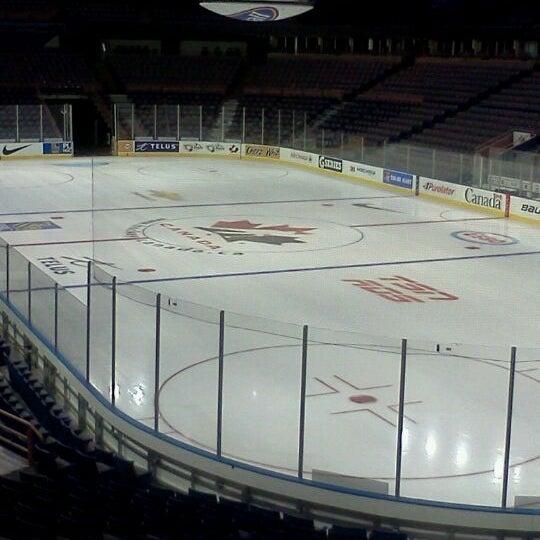 12/8/2011 tarihinde Tiffanyziyaretçi tarafından Northlands Coliseum'de çekilen fotoğraf