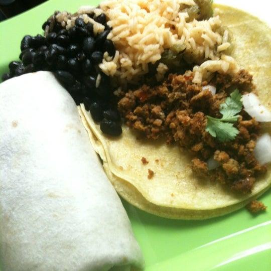 รูปภาพถ่ายที่ Casa Rasta โดย James R. เมื่อ 3/7/2012