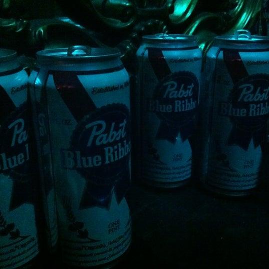 Foto tomada en Raven Lounge por betsy von awesome el 3/17/2012