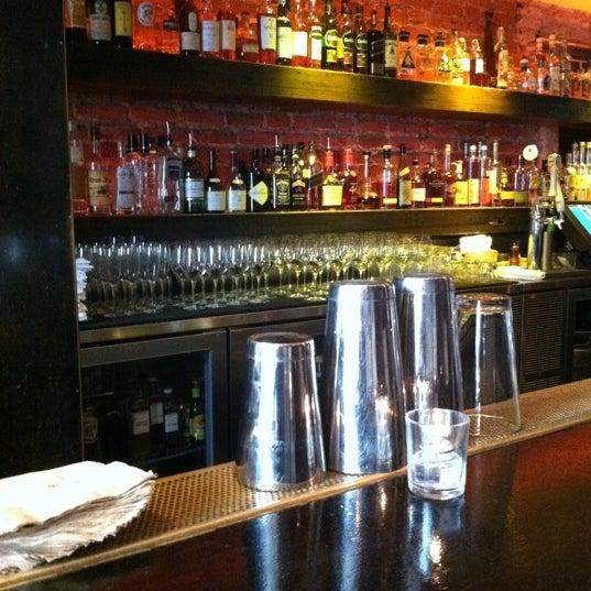 รูปภาพถ่ายที่ Oola Restaurant & Bar โดย Derek S. เมื่อ 6/18/2011