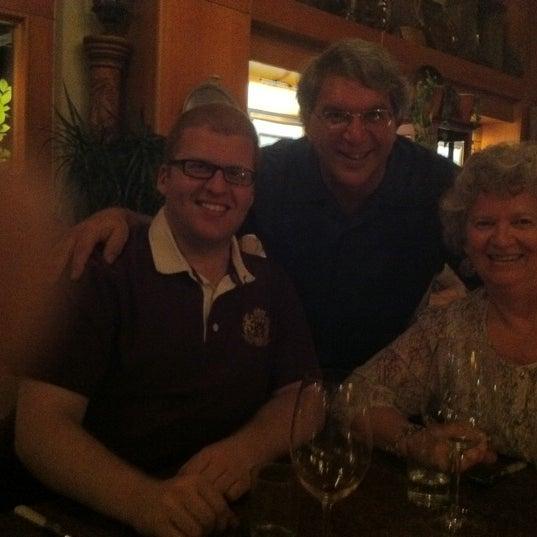รูปภาพถ่ายที่ Olive & Vine โดย Daddy F. เมื่อ 10/15/2011