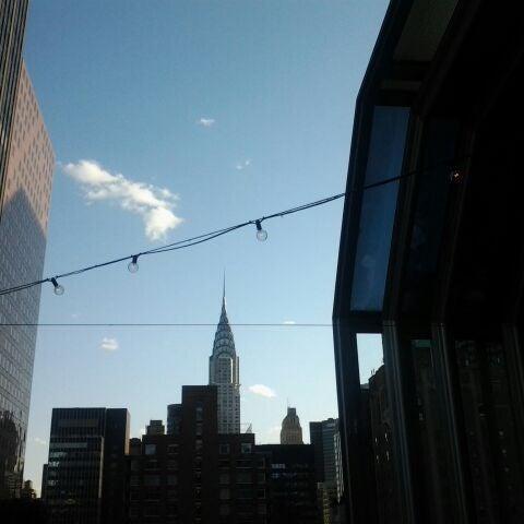 รูปภาพถ่ายที่ Upstairs โดย Lauren เมื่อ 5/11/2012