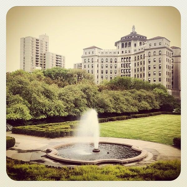 Foto scattata a Conservatory Garden da Dima L. il 4/26/2012