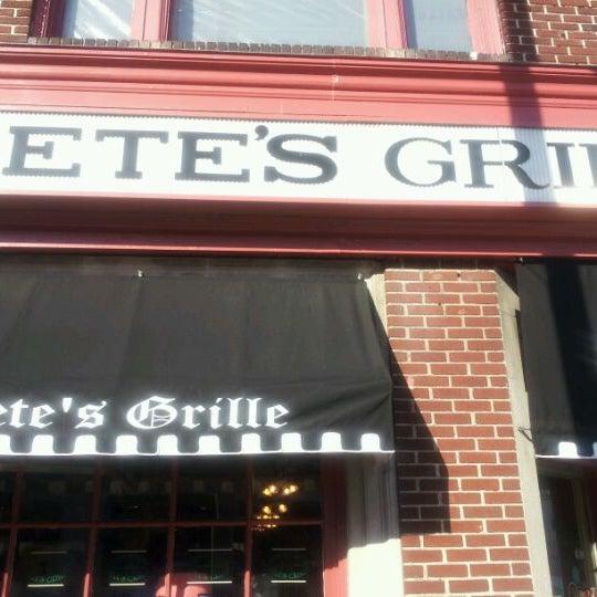 Foto tirada no(a) Pete's Grille por Pete C. em 10/9/2011