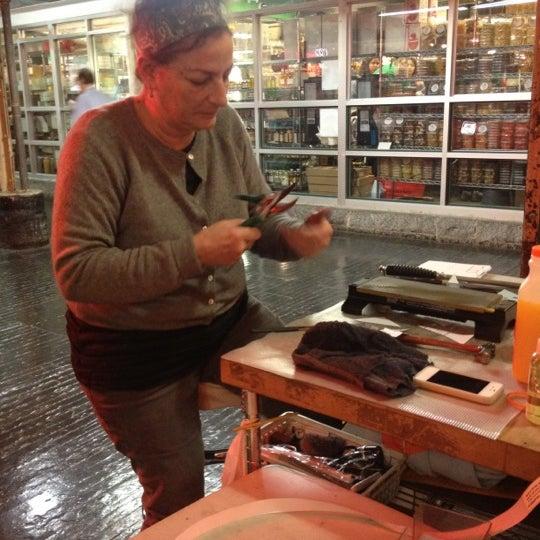 Das Foto wurde bei Bowery Kitchen Supplies von Cheryl C. am 4/4/2012 aufgenommen