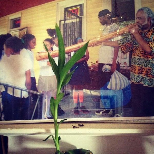 7/10/2012에 Aisha Henderson님이 Tassili's Raw Reality에서 찍은 사진