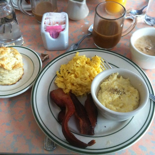 Maybe the best breakfast place in Manhattan. Never had better pancakes, great biscuits, bacon, and grits. And they take Amex now!