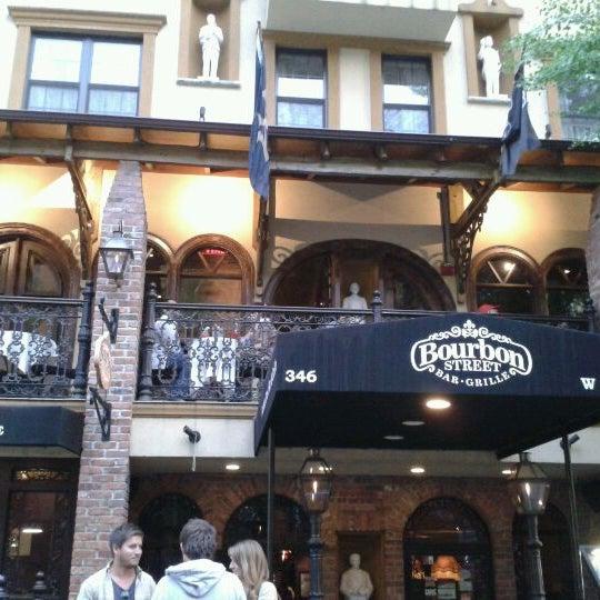 Foto tirada no(a) Bourbon Street Bar & Grille por Brookmeyer L. em 4/20/2012