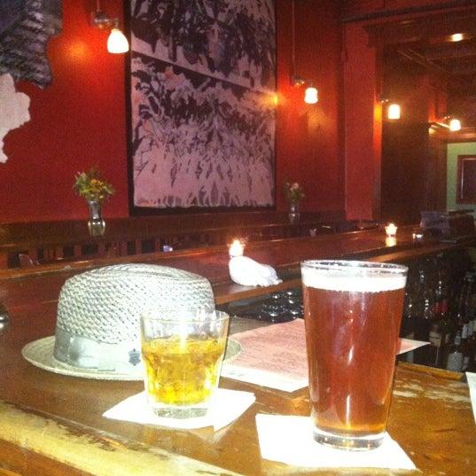 Foto tomada en Allen Street Hardware Cafe por Dusty B. el 5/17/2012