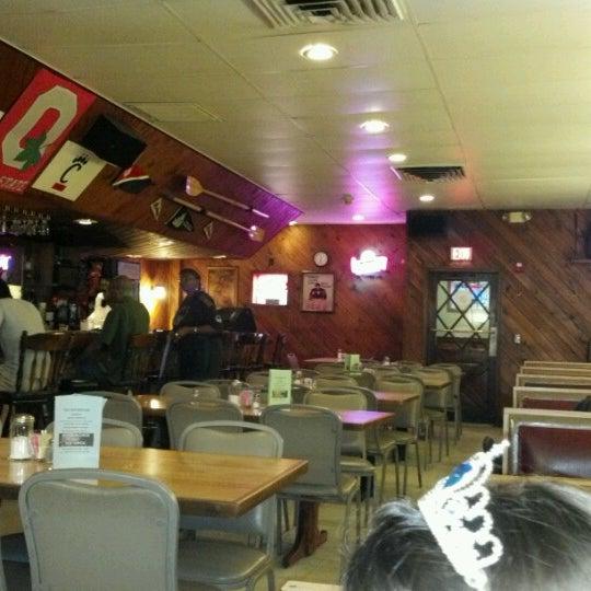 Снимок сделан в Brew House пользователем Vito D. 8/18/2012
