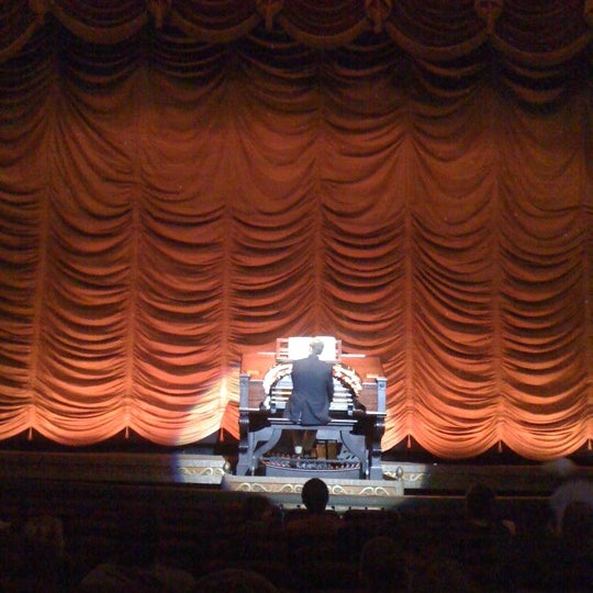 Photo prise au The Byrd Theatre par Annie T. le3/24/2012