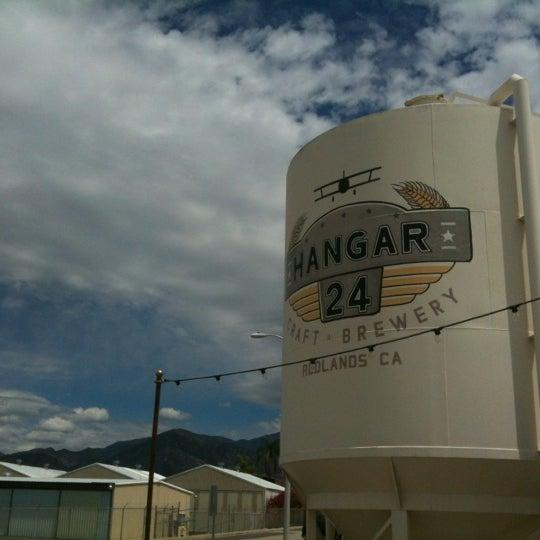 Foto tirada no(a) Hangar 24 Craft Brewery por Fee D. em 4/25/2012