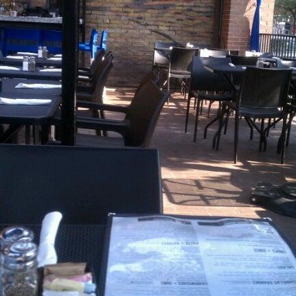 6/20/2012 tarihinde Doug H.ziyaretçi tarafından Union Cafe'de çekilen fotoğraf