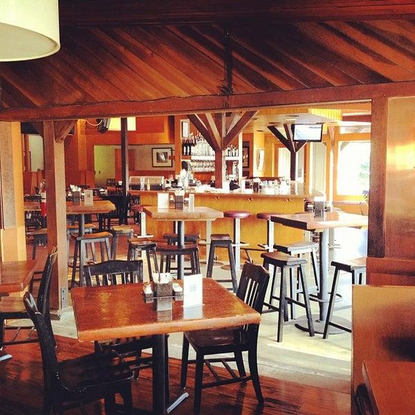 Foto tirada no(a) Mo's Restaurant por Drew L. em 5/27/2012