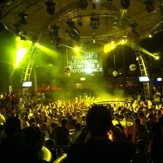 รูปภาพถ่ายที่ Club Inferno โดย Bahri O. เมื่อ 6/13/2012