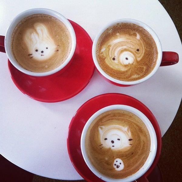Das Foto wurde bei Elite Audio Coffee Bar von Andi G. am 6/29/2012 aufgenommen