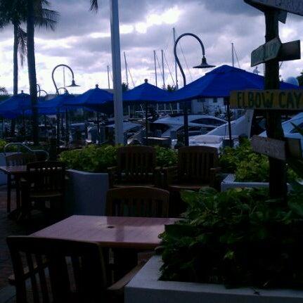 Photo prise au Bimini Boatyard Bar & Grill par Chamila U. le9/5/2011