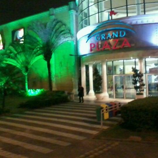 Das Foto wurde bei Grand Plaza Shopping von Glauber R. am 12/6/2011 aufgenommen