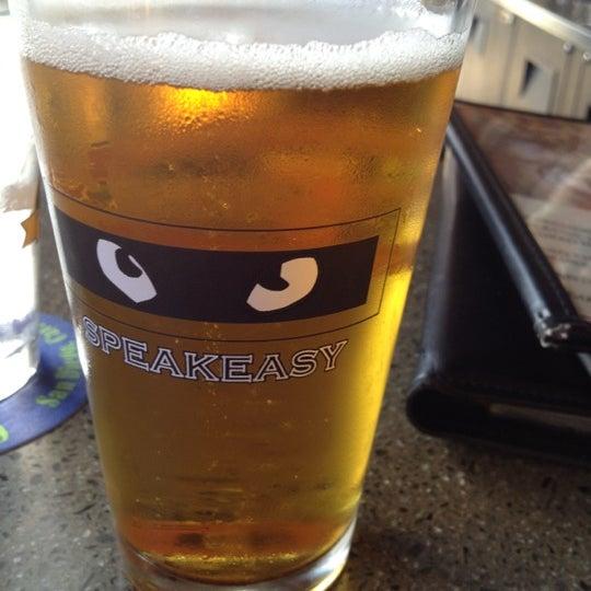 รูปภาพถ่ายที่ Tyler's Restaurant & Taproom โดย Jan J. เมื่อ 8/26/2012