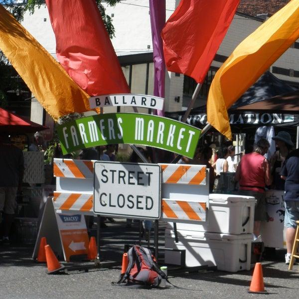 Photo prise au Ballard Farmer's Market par In Ballard le8/28/2011