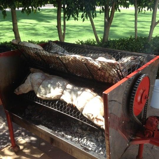 รูปภาพถ่ายที่ Hacienda de Los Morales โดย Ricardo S. เมื่อ 4/25/2012