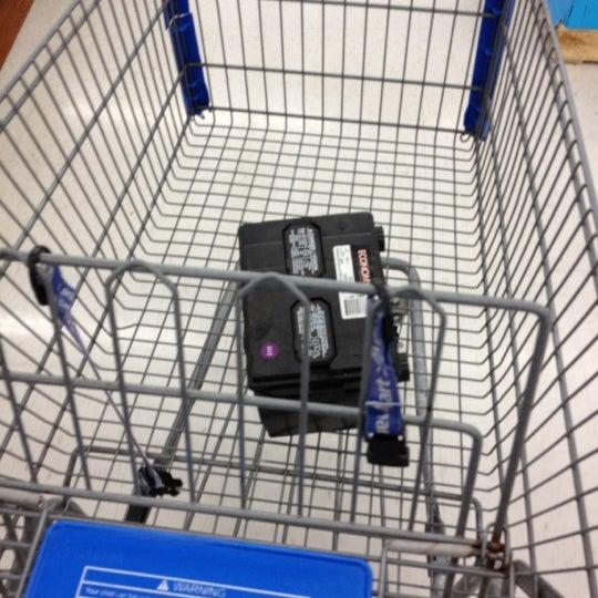 Das Foto wurde bei Walmart von Dante' M. am 7/6/2012 aufgenommen