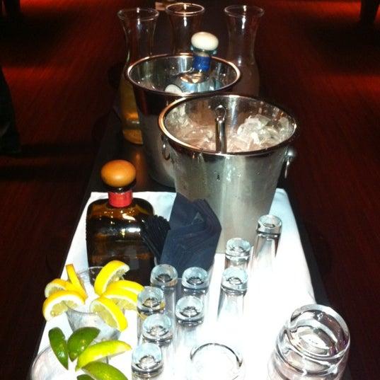 Foto tomada en Society Billiards + Bar por Octane el 6/16/2011
