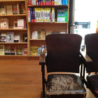 Das Foto wurde bei BookCourt von Sarah am 8/4/2012 aufgenommen