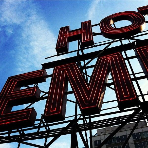 Снимок сделан в The Empire Hotel Rooftop пользователем Kevin S. 5/9/2012