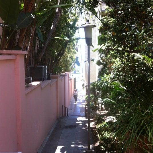 รูปภาพถ่ายที่ La Valencia Hotel โดย Irv เมื่อ 6/22/2012