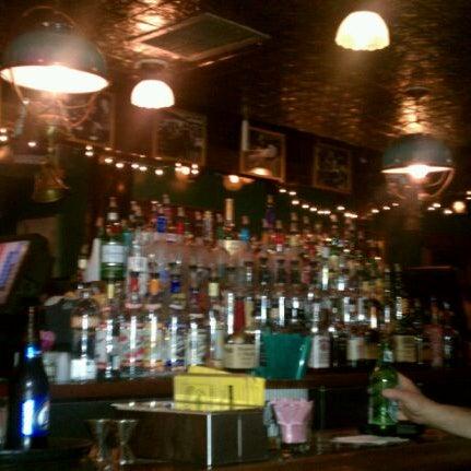 Foto diambil di Pippin's Tavern oleh Mary Jane S. pada 5/4/2012