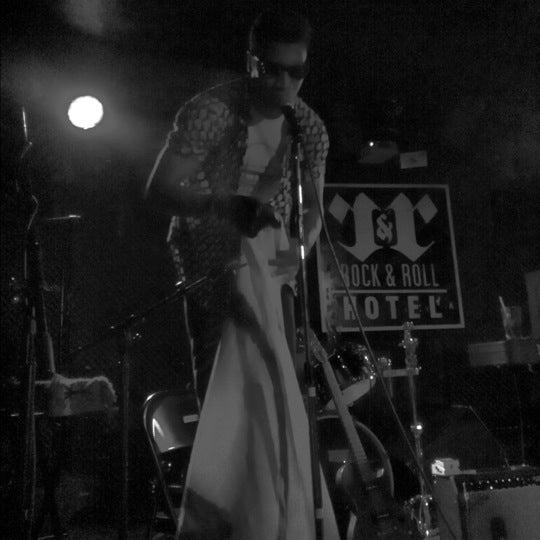 Foto scattata a Rock & Roll Hotel da Ararara il 4/24/2012