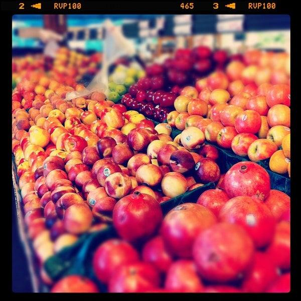 Das Foto wurde bei The Original Farmers Market von Bennett D. am 11/8/2011 aufgenommen