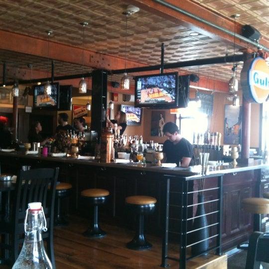 4/17/2011 tarihinde Ronda B.ziyaretçi tarafından Local 149'de çekilen fotoğraf