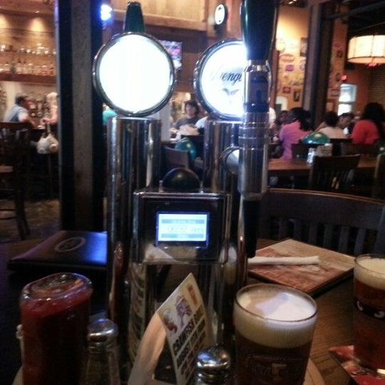 รูปภาพถ่ายที่ Tyler's Restaurant & Taproom โดย Jason B. เมื่อ 8/10/2012