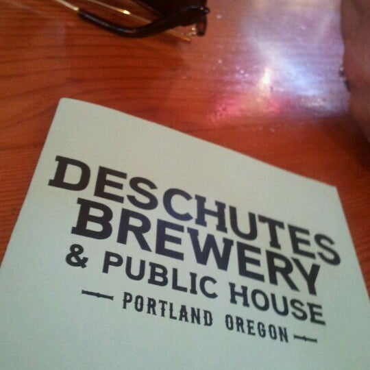 Photo prise au Deschutes Brewery Portland Public House par Jason L. le8/28/2011