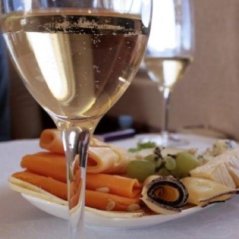 Foto tomada en Trilye Restaurant por Olya R. el 7/22/2012
