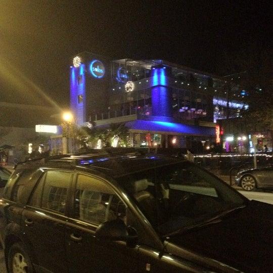Снимок сделан в Solas Lounge & Rooftop Bar пользователем Lee R. 11/26/2011